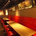 15名~30名のテーブル個室。奥のパーティスペースの部分で個室にしてしきる事も可能です。