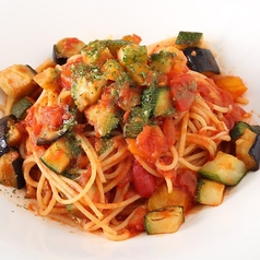料理メニュー写真彩り野菜のトマトソースパスタ