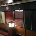 店内奥には、格子扉の座敷があります。瓦や行灯など雰囲気をさらにかもしだす!