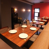 お食事会や接待におすすめのテーブル席をご提供致します。テーブル席は2名様~12名様でご利用いただけます。インテリアにもこだわった空間でゆったりとお過ごしください。