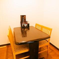テーブル式の完全個室が一部屋ございます。接待にもおすすめ♪