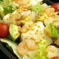 料理メニュー写真エビ&アボカド&豆腐のヘルシーサラダ