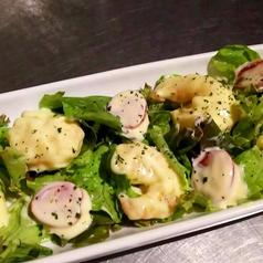 料理メニュー写真エビマヨのサラダ仕立て