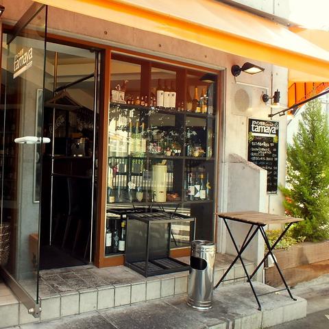 一人でも気軽に寄れる、本格洋食&種類豊富なワインをリーズナブルに楽しめるお店