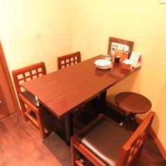 4名様テーブル席が3席ございます。