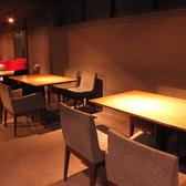 女子会・飲み会にはカジュアルに楽しめるテーブル席を。