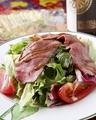 料理メニュー写真自家焼き!ローストビーフサラダ~グラナパダーノチーズ添え~