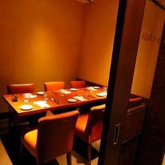 6名様までのテーブル個室。落ち着いたプライベート空間でゆったりとお食事をお楽しみください。