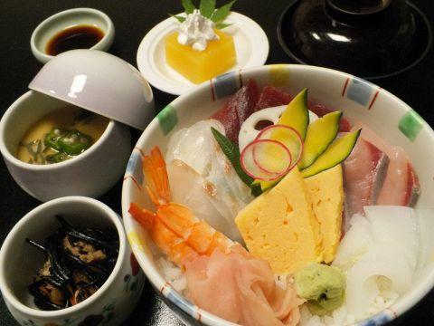 茨城県産の新鮮食材をその日に仕入れ、巧みの技で素材の味を引き出します