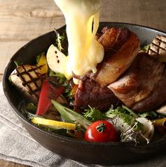 料理メニュー写真糸島産豚の自家製ロースト ハムとグリル野菜 ~温か~いゴルゴンゾーラソースをかけて~