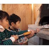 ~こだわりの手作り石釜でピザ焼き体験~2015年末に石釜が完成。こちらの石釜は大人の方はもちろん、お子様もピザ焼き体験ができる。