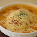料理メニュー写真地中海風オムライスのチーズ焼き