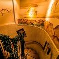 ◆全2フロアある広々店内◆お洒落な階段を使って移動します♪ワンフロア最大30名様の貸切も可能です!会社宴会・同窓会・昼宴会など様々なシーンでご利用ください【上野 個室 飲み放題 女子会 焼肉 ホルモン】