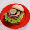 料理メニュー写真ベジタリアンバーガーとおかずセット