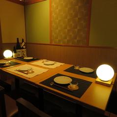お気軽に立ち寄れる雰囲気のテーブル席。多種多様にご利用いただけます♪※画像は系列店です。