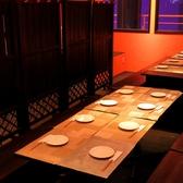 テーブルの半個室は人数に合わせてパーテーションで区切ってご利用可能♪