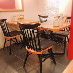 アットホームなテーブル席はお友達や家族の食事会に