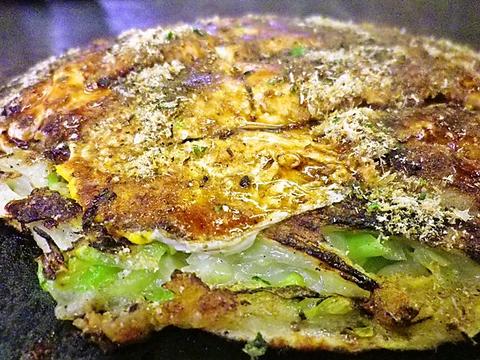 定番のお好み焼き他に、つゆ焼きそばなどちょっと変わった鉄板料理が味わえる店。