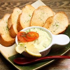 料理メニュー写真鶏とアボカドのタルタル ~ガーリックトースト添え~