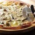 料理メニュー写真イタリア産ポルチーニが香る きのこのブラウンソースピッツァ