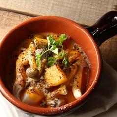 料理メニュー写真ホタテとキノコの絶品ウニソースグラタン