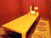6名様までご利用可能な半個室が2室。仕切りを取れば、17名様までの宴会が可能です。