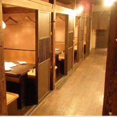 各種個室の席多数あります。2名個室・・・4つ  4名個室・・・6つ  さらにBOX席もあります。数に限りありますので、ご予約がオススメ♪