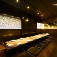 【デザイナーが手掛けたプライベート完全個室空間♪】4名様~6名様大人な雰囲気の空間で落ち着いた宴を演出します!!桜鏡の間とつなげる事ができ宴会でのご利用もできます♪