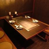 間仕切りできるテーブル×3、半個室×2