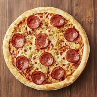 大人気!カリカリモチモチの巨大ピザ!