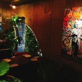 観葉植物が多く配置されている店内は居心地の良さを演出してくれます。