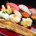 伊勢・三河湾の鮮魚を使用。江戸前寿司の伝統技法を大切にし、こだわりの魚介を使用した握り寿司をお届けしております。お寿司以外の海鮮料理も豊富に取り揃えており、季節に合わせた逸品ものもお楽しみ頂けます。