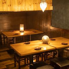 4名様までご利用可能なテーブル席。和情緒漂う空間でのご宴会をお楽しみいただけます。