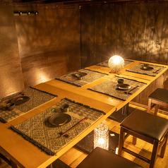 12名様までご利用可能なテーブル席。大人数様でのご宴会にも最適な広々とした空間をご提供いたします。