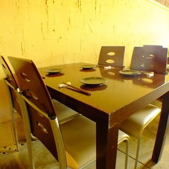 4名テーブル席は9卓あります。