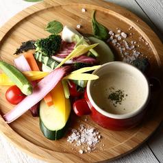 料理メニュー写真糸島産野菜を使った色とりどりのバーニャカウダ