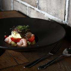 料理メニュー写真海老とアボカドのクリームチーズディップ