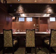 静かで落ち着いた個室は、ビジネス接待利用や家族でのお祝いの会食・記念日などにご利用いただけます。美味しいステーキと優雅な雰囲気を気兼ねなく楽しめる空間です。