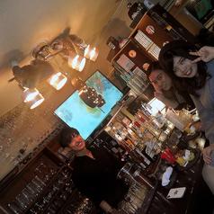 リピーターに人気の4席の小カウンターが新登場!お一人様でもゆったりとした空間でバーテンダーとの会話や美味しいお酒や料理をお楽しみ頂けます。