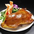 料理メニュー写真ペキンダック(4枚)/アヒルの燻製/若鶏の唐揚げ甘酢ソース掛け