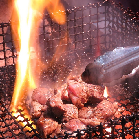 炭火で豪快に焼き上げる地鶏料理が旨い!ついに『炭王』がリニューアルオープン☆