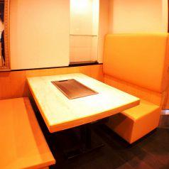 BOXタイプのテーブル席♪もちろん鉄板も完備!!熱々の料理を楽しめます!!女子会やデートにおすすめの席★