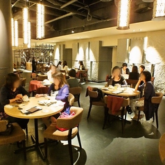 お客さまのお好み・気分・シーンに合わせ【幅広く】ご利用いただけるカジュアルレストラン。
