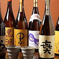 日本各地の名酒をズラリ お好みの味を見つけてください