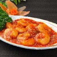 新鮮野菜をたっぷり使用した健康的で美味しい料理