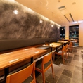 ■和食の料理人が作る『フルーツパフェ』や和スイーツは季節限定メニューもご用意しております!大博通りを臨めるお席もあり、店内は木のぬくもりを感じられるカウンター席とテーブル席をご用意しております。感染症対策の衝立を各テーブルに設置しております。ご来店を心よりお待ちしております。