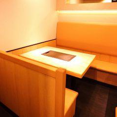 ソファータイプのテーブル席は大人気★トークのつきない女子会にはぴったり!!