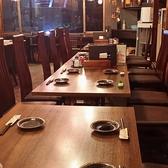 4名席テーブル。最大26名まで座れます。