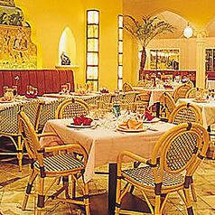 4名様までご着席頂けるテーブル席となっております。優雅な空間で美味しい本場の味をご堪能下さい。