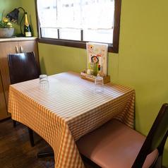 【2人掛けテーブル×10席】おひとり様歓迎♪ゆったりお過ごしいただけます。